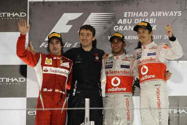 17 - Em uma monótona corrida em Abu Dhabi, Lewis Hamilton venceu e chegou a 17 conquistas na Fórmula 1