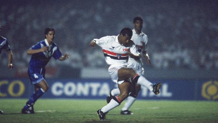 17/10/2001 – Vélez Sarsfield 4×2 São Paulo (Copa Mercosul 2001) - Tricolor não foi páreo para a equipe argentina e perdeu pela competição continental.
