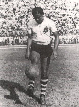 18) Baltazar - atacante - uma passagem: 1945 a 1957 - 404 jogos