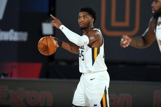 18- Donovan Mitchell (Utah Jazz) Grande nome da equipe de Salt Lake City, o ala-armador vem de outra grande temporada na NBA, com médias de 24.2 pontos, 4.4 rebotes e 4.2 assistências. Ele teve coronavírus (pegou de Gobert), os dois entraram em choque e a diretoria precisou intervir