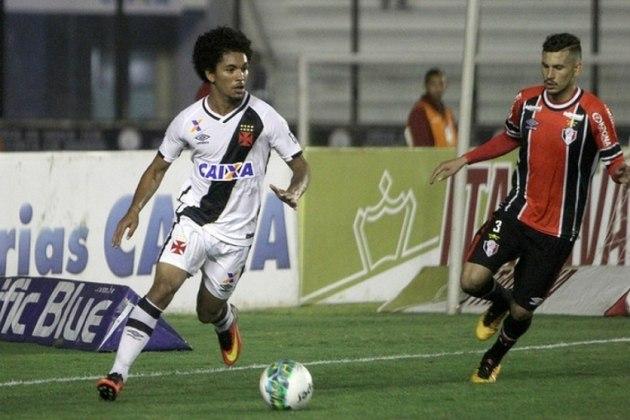 18 - No mesmo ano, o Vasco vendeu Douglas Luiz ao Manchester City por 12 milhões de euros.