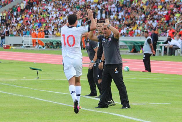 18º - Sampaio Corrêa 0x4 Vasco - Série B 2016 - O segundo gol do meia no jogo surgiu de uma jogada de Andrezinho, que cruzou rasteiro e achou o camisa 10 em condições de finalizar na área