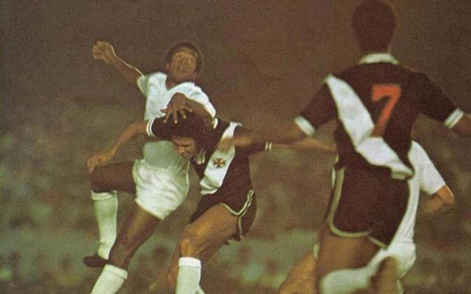 18 - Vasco 2 x 1 Cruzeiro (1974) - O Gigante da Colina buscava o seu primeiro título brasileiro. E a consagração veio no Maracanã, com gols de Ademir e Jorginho Carvoeiro. Nelinho descontou para a Raposa.