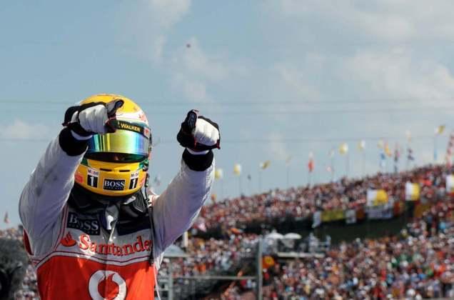19 - Lewis Hamilton segurou a dupla da Lotus para vencer o GP da Hungria e ainda manter-se na briga pelo título. O sonho, no entanto, durou pouco