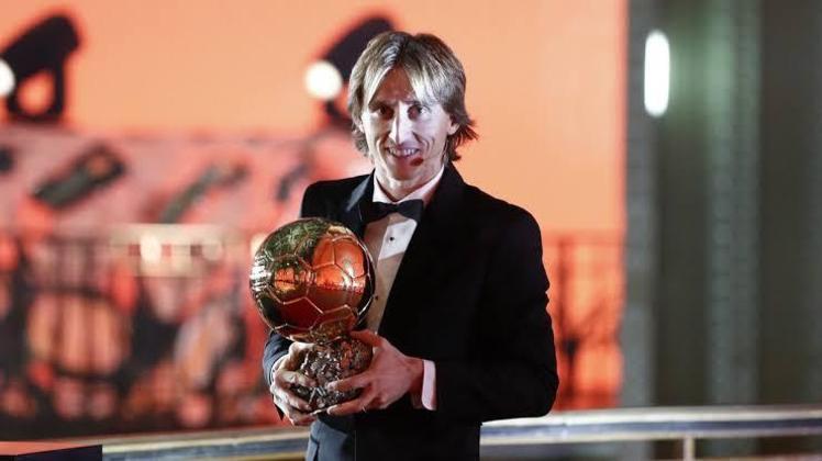 19 – Modric: volante do Real Madrid e da seleção croata, com a qual chegou à final da Copa do Mundo da Rússia. Tem inúmeros títulos com os blancos e foi eleito o Melhor do Mundo pela Fifa em 2018, quebrando uma hegemonia de dez anos entre Messi e Cristiano Ronaldo