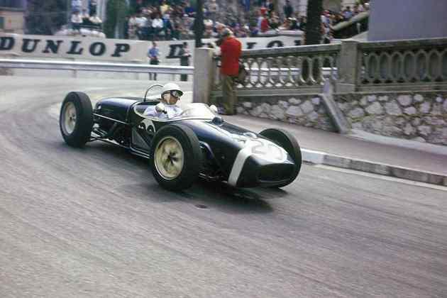 19 - Stirling Moss, 16 poles no total, a última delas com o Lotus 18 no GP de Mônaco de 1961