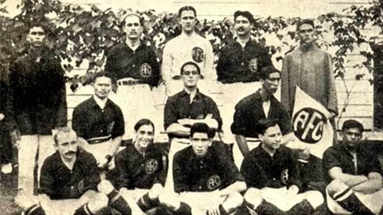 1913 - América-RJ: quando o Campeonato Carioca era disputado em apenas dois turnos e sem mata-mata, o primeiro turno contava com 10 equipes e todos se enfrentavam, ao final dos jogos, os três últimos estavam eliminados do segundo turno. Os sete que sobraram se enfrentavam novamente, e o clube que tivesse mais pontos era o campeão. Em 1913 o América somou 24 pontos, terminando na frente de Botafogo e Flamengo com 22 cada.