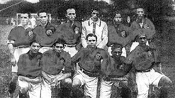 1916 - América-RJ: novamente disputado em dois turnos, porém com apenas seis jogos em cada um dessa vez, o América terminou com 18 pontos e foi campeão com certa folga.