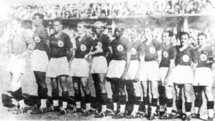 1931 - América-RJ: com 11 equipes disputando o título, o América mostrou o seu domínio mais uma vez e conquistou a taça do Campeonato Carioca de 1931.