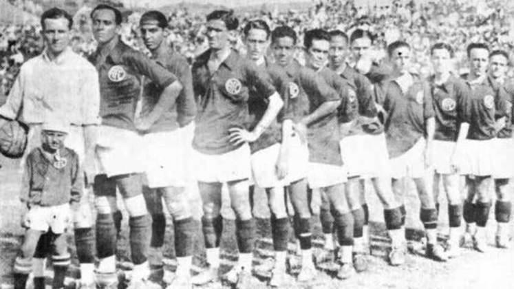 1935 - América-RJ: após mais uma boa campanha nos turnos, o América se sagrou mais uma vez campeão do Rio de Janeiro, liderando o campeonato com 24 pontos em 15 partidas disputadas.