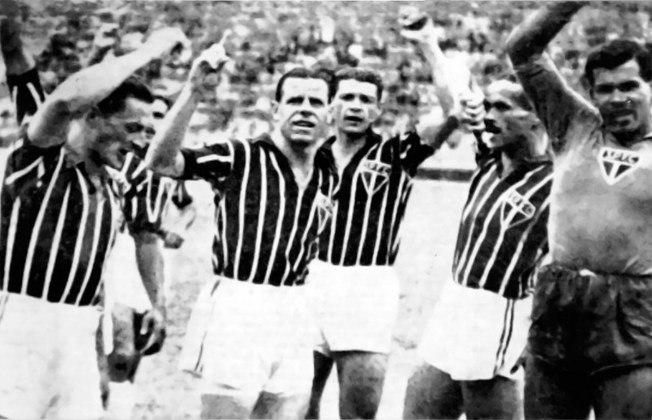 1944 - Santos 1 x 9 São Paulo - A maior goleada do San-São foi pelo Paulista de 1944, no Pacaembu. Os gols foram de Pardal (2), Remo (2), Tim (2), Luizinho (2) e Sastre. Detalhe: na preliminar, os aspirantes do Tricolor venceram o Peixe por 14 a 0. Dia histórico!
