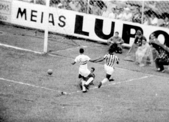 1964 - Santos 11 x 0 Botafogo-SP - Um dos maiores shows da carreira de Pelé. O Rei do Futebol fez oito gols dos onze do Peixe, na vitória no Paulistão. Pepe, Coutinho e Toninho Guerrreiro completaram o placar.