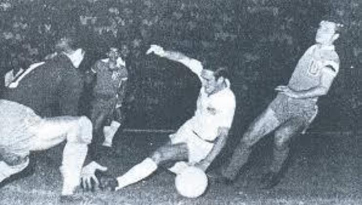 1973 - Chile 0 x 5 Santos - O Santos enfrentou a seleção do Chile em 1973, na cidade de Santiago. Edu e Nenê marcaram duas vezes e Eusébio completou o marcador desse jogo histórico.