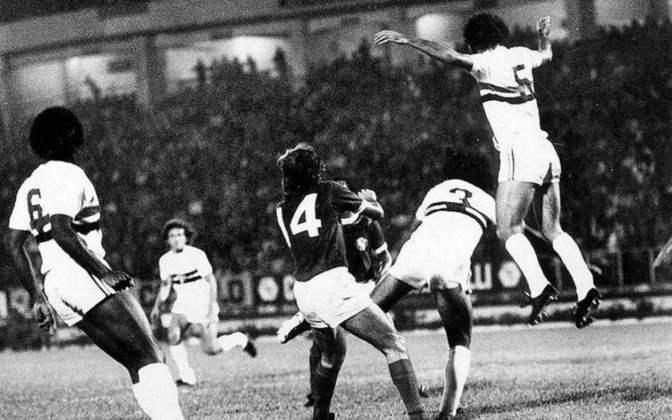 1974 - São Paulo 2 x 0 Palmeiras - Um clássico na estreia da Libertadores e vitória do Tricolor no Morumbi.