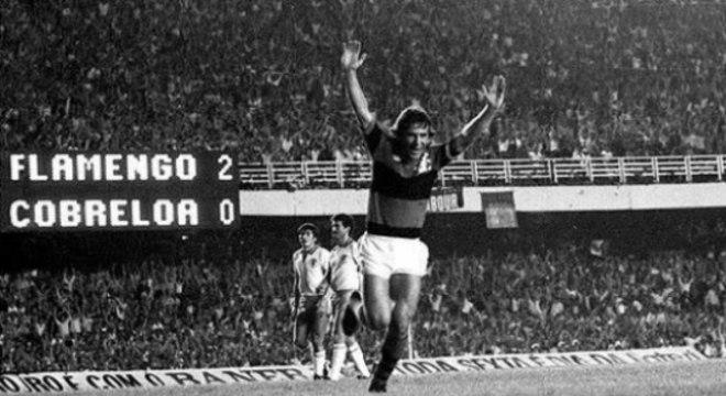 Zico marcou os dois gols no 2 a 1 do Rubro-Negro sobre o Cobreloa