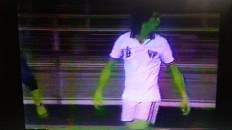 1984 - O São Paulo utilizou outra terceira camisa totalmente branca, com faixas finas com as cores do clube nas pontas das mangas. Segundo o historiador são-paulino Michael Serra, ela foi inspirada no New York Cosmos, dos EUA.