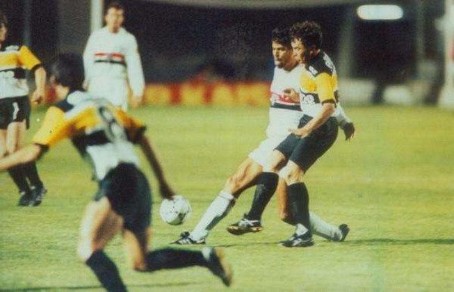 1990 - Quartas de final - Criciúma: na primeira edição que o São Paulo disputou a Copa do Brasil, o Tricolor perdeu para o Criciúma nas quartas de final. Após perder a ida por 2 a 0, venceu a volta por 1 a 0, mas acabou saindo do torneio.