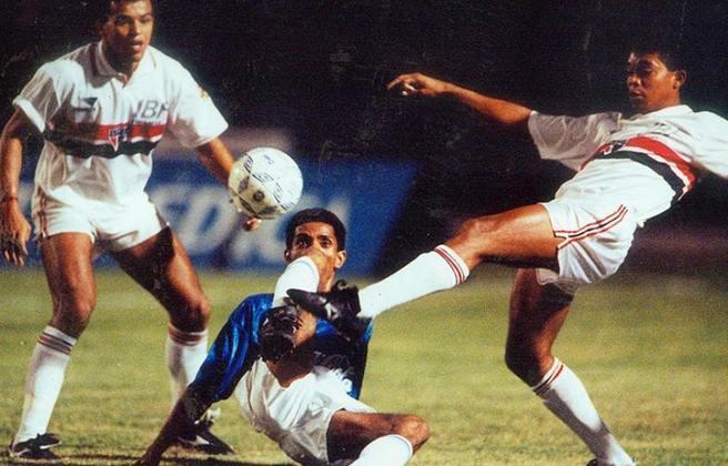 1993 - Quartas de final - Cruzeiro: mais uma Copa do Brasil que o São Paulo saiu nesta fase. Desta vez, o algoz foi o Cruzeiro, que venceu a ida por 2 a 1 e empatou na volta em 2 a 2.
