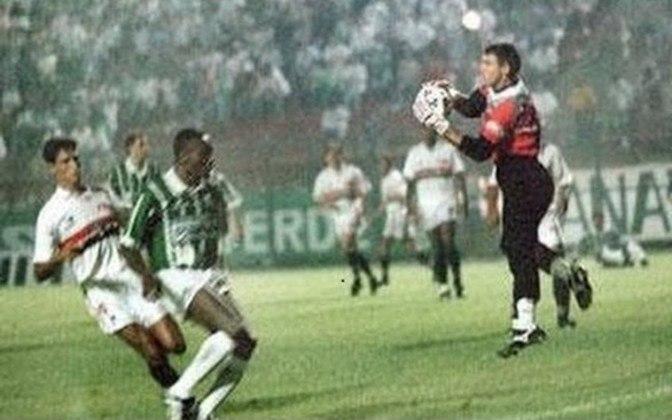 1994 - São Paulo 0 x 0 Palmeiras - O choque-Rei terminou empatado sem gols no Pacaembu, na estreia das duas equipes pela Libertadores.
