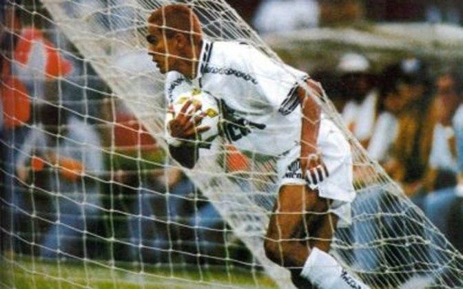 1995 - Santos 5 x 2 Fluminense - A campanha histórica no Brasileiro de 1995 ficou marcada por esta partida realizada no Pacaembu. Giovanni, o Messias, marcou duas vezes, enquanto Macedo, Camanducaia e Marcelo Passos completaram o placar.