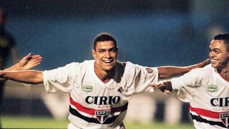 1998 a 1999 - Cirio - Com promessas de intercâmbio com a Lazio, a Cirio  patrocinava o São Paulo desde agosto de 98, quando a Bombril foi escolhida pela empresa a estampar a marca. No entanto, a parceria foi desfeita pela empresa em setembro de 99.