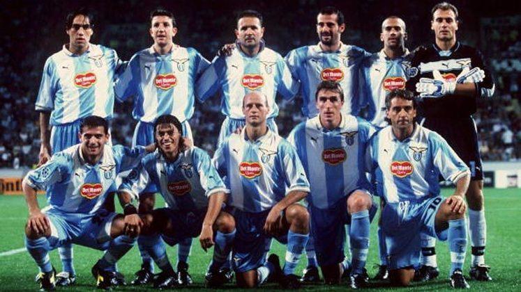 1999 - A Lazio conseguiu se impor diante do Manchester United, ganhando por 1 a 0.
