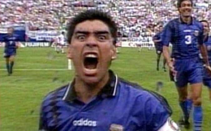 2º antidoping positivo - Em 1994, Maradona dava sinais de recuperação era o destaque da Argentina na primeira fase da Copa do Mundo. Mas, após a partida contra a Nigéria, foi novamente flagrado no exame antidoping, dessa vez por uso de efedrina, substância proibida e que melhora a parte física do atleta. Como punição, foi suspenso pela Fifa por 15 meses.