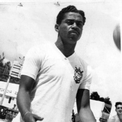 2º - Baltazar - 269 gols: O centroavante foi um dos maiores cabeceadores da história do futebol. Pelo Timão, conquistou o tricampeonato Paulista e o tri do Torneio Rio-São Paulo. No geral, o centroavante anotou 269 gols em 404 jogos com a camisa alvinegra.