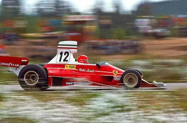 2 - Campeão pela Ferrari em 1975 e 1977, Niki Lauda tem 15 vitórias