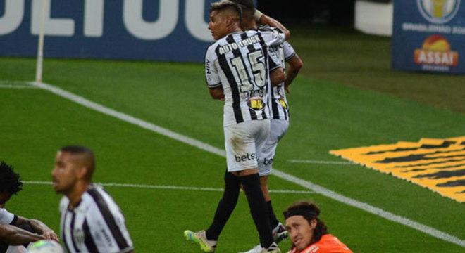 2º colocado – Atlético-MG (49 pontos/27 jogos): 7,9% de chances de ser campeão; 94,7% de chances de Libertadores (G6); 0% de chance de rebaixamento.