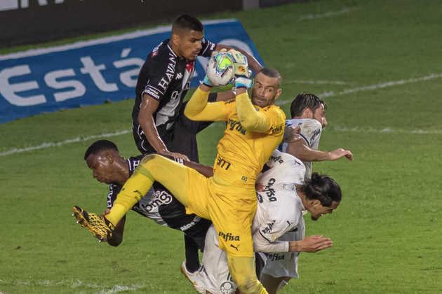 2. Defesa que ninguém passa - Com Weverton, Gustavo Gómez e Matías Viña, o Palmeiras construiu um sistema defensivo muito forte e respeitado na América do Sul. O Verdão teve a melhor defesa da Libertadores 2020.