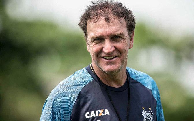 2) Em segundo lugar está o técnico Cuca, que hoje trabalha no Santos e, antes, atuou em São Paulo, Goiás, Palmeiras, Atlético-MG e mais times.