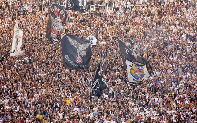 2 – Em segundo lugar, o Corinthians dá um grande salto e soma 23.325.728 no combinado, com destaque maior para o Facebook (são mais de 11 milhões).