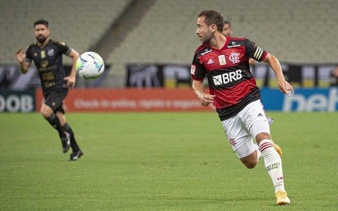 2) Everton Ribeiro - 235 jogos (140V/54E/41D)