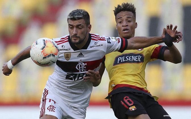 2º - Flamengo - 66,6% de aproveitamento - 18 jogos - 11 vitórias - 3 empates - 4 derrotas