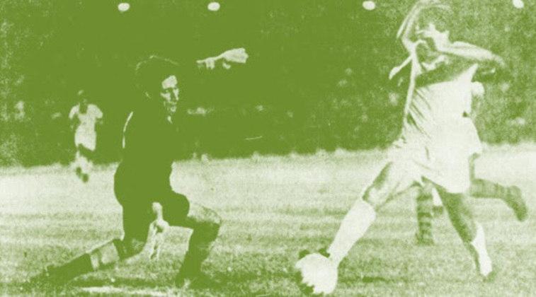 2- Fluminense 3x2 Flamengo - Campeonato Carioca -15/06/1969 - 171.599 pagantes (não é possível ter certeza do número de presentes, mas alguns relatos dão cerca de 200 mil).