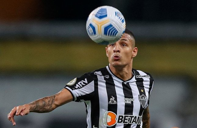 2° - Guilherme Arana (24 anos): Lateral-esquerdo - Valor de mercado: 8 milhões de euros (R$ 51 milhões) - Contrato até dezembro de 2024.