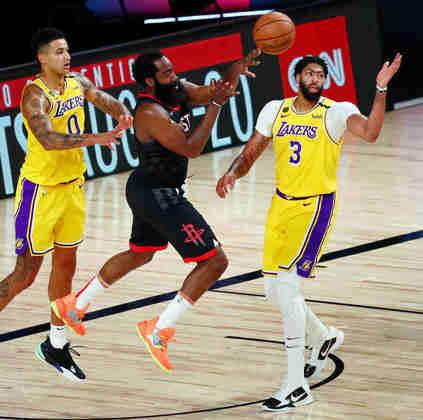 2- James Harden (Houston Rockets): 39 pontos, 12 assistências, oito rebotes, 12 em 12 nos lances livres. O astro do Rockets não tomou conhecimento do Los Angeles Lakers sem LeBron James e emplacou mais uma vitória na bolha de Orlando. Harden anotou 30 pontos ou mais em 42 de seus 65 jogos na atual temporada
