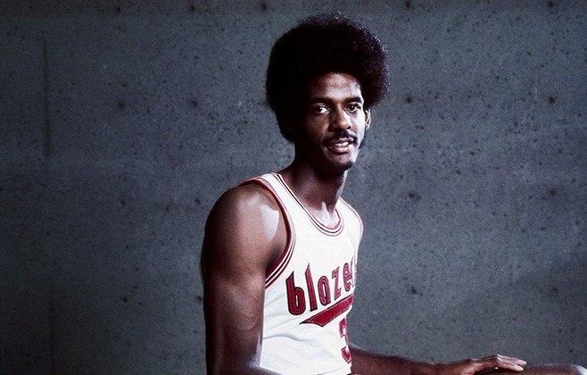 2 – LaRue Martin (1972 – Portland Trail Blazers): talvez você nunca tenha ouvido sequer falar dele, mas Martin foi escolhido pelo Portland Trail Blazers no draft de 1972. A franquia rejeitou nomes como Bob McAdoo e Julius Irving, por um jogador que registrou apenas 5.3 pontos e 4.6 rebotes por jogo.