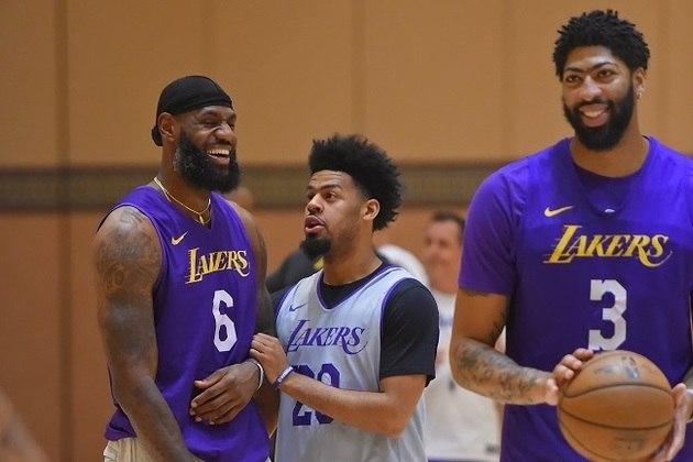 2- Los Angeles Lakers - A contratação de Anthony Davis para fazer dupla com LeBron James colocou o time entre os favoritos antes mesmo de entrar em quadra. Na teoria, tudo perfeito. Na prática, também. O Los Angeles Lakers liderou a conferência Oeste, mas vai para Orlando sem Avery Bradley e Rajon Rondo