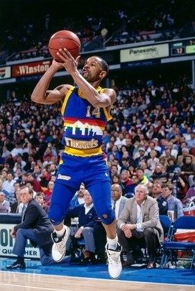 2 – MICHAEL ADAMS (1,70m): Apesar de ter chegado sob grande desconfiança na NBA, Adams provou seu potencial na temporada 1990-91, onde teve médias de 26.5 pontos por jogo quando atuava pelo Denver Nuggets. Além disso, o ex-armador foi selecionado uma vez para o All-Star Game