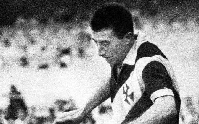 2º - Pinga - 70 gols - O primeiro grande artilheiro do Vasco no Maracanã, no entanto, foi Pinga. Antes do surgimento de Roberto Dinamite, na década de 70, o goleador cruz-maltino dos anos 50 era quem liderava o ranking.
