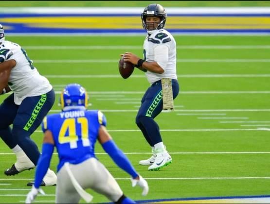 2º Russell Wilson - Duas atuações ruins nas últimas semanas fizeram o quarterback ficar um pouco para trás na corrida com Patrick Mahomes.