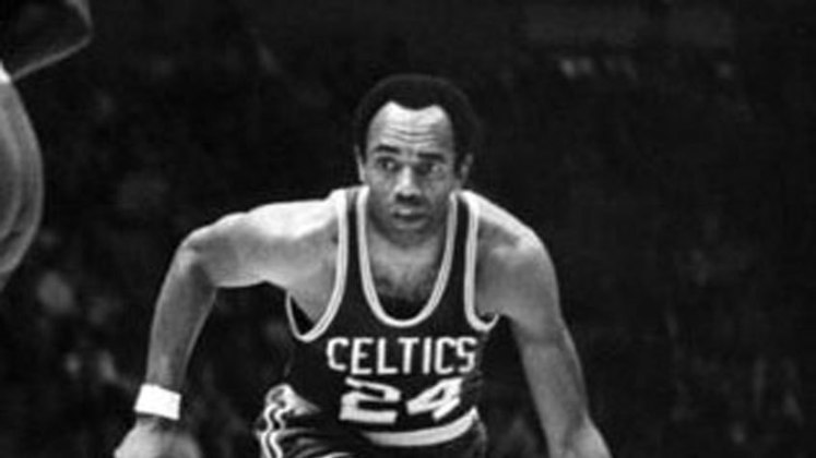 2- Sam Jones (dez títulos): Membro honorário da geração vitoriosa do Boston Celtics das décadas de 50 e 60, o decacampeão da NBA integra o Hall da Fama do basquete, registrando médias de 17.7 pontos, 4.9 rebotes e 2.5 assistências na carreira.