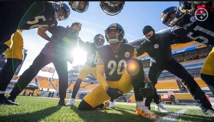 2. T.J. Watt (Pittsburgh Steelers): Para muitos esnobado no prêmio de melhor jogador defensivo no ano passado (e para alguns também no retrasado), Watt certamente já se solidificou como melhor outside linebacker da NFL, encaixando como uma luva no esquema 3-4 de Pittsburgh. 3x Pro Bowler, 2x First-team All-Pro e líder da liga em sacks em 2020, o atleta dos Steelers ainda tem 26 anos, com um brilhante futuro pela frente.