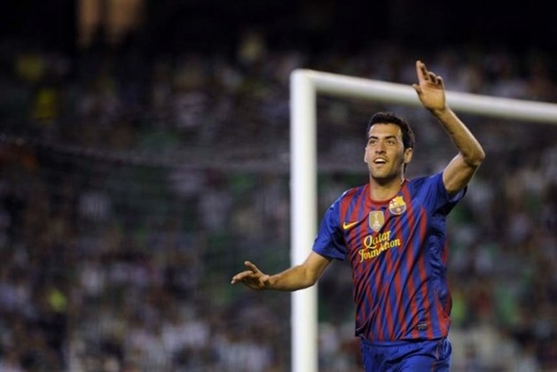 20 – Busquets: volante do Barcelona, seu único clube na carreira, com diversas taças na estante, entre Champions, Espanhóis e Mundiais. Com a Espanha, conquistou o Mundial de 2010 e a Eurocopa de 2012
