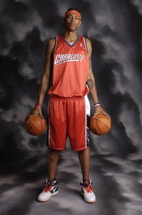 20- Keith Closs (2,21 metros) - Keith Closs jogou apenas pelo Los Angeles Clippers, mas por três temporadas. Foram 130 jogos, com médias de 3.9 pontos, 2.9 rebotes e 1.3 bloqueio em sua passagem pela NBA. Depois, tentou a sorte na G-League e no basquete chinês. Por lá, fez 16.1 pontos, 11.9 rebotes e 5.9 tocos, pelo Yunnan Bulls