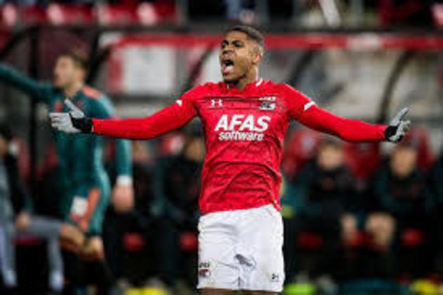 20º - Myron Boadu - O atacante, hoje aos 19 anos de idade, já é um dos principais goleadores do clube holandês. Já na seleção nacional principal, Boadu se tornou o primeiro jogador nascido no século 21 a jogar e marcar um gol.