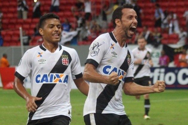 20º - Vila Nova 0x2 Vasco - Série B 2016 - No Mané Garrincha, Nenê abriu o placar diante dos goianos, de pênalti