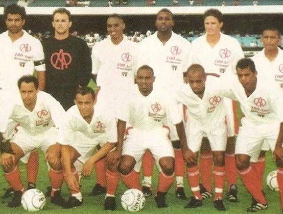 2000 - No primeiro tempo de um amistoso com o Avaí, o São Paulo usou um uniforme inspirado no do Club Athletico Paulistano (que teria seu centenário naquele ano), um dos clubes que o formaram.